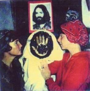 Sandra Good e Lynette Fromme, Manson entre elas