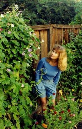 Sandra Good em seu jardim de San Joaquin